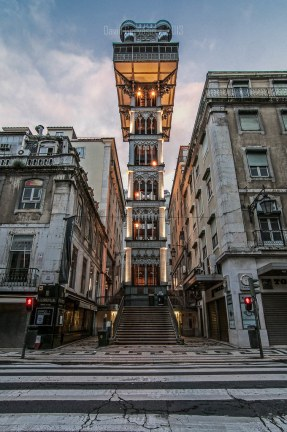 Elevador de Santa Justa was inagurated on 10 July 1902 and it is the only vertical lift in Lisbon for public service. It was built by the architect Raoul Mesnier du Ponsard, with a cast iron structure, enriched with filigrana details. In 2002 it was classified as National Monument..